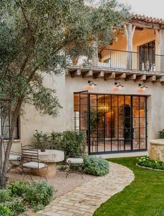 Dream house in Mediterranean style with rustic interiors in the Arizona desert . - Dream house in Mediterranean style with rustic interiors in the Arizona desert … - Style At Home, Design Exterior, Exterior Siding, Colonial Exterior, Interior And Exterior, Spanish Style Homes, Mediterranean Style Homes, Mediterranean House Exterior, Spanish Revival