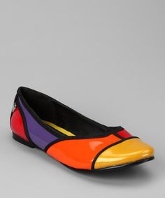 Prepare pretty toes for a day of posh play with these groovy flats. The shiny patent color block design gleams bright with every trendy twirl, while the sturdy leather soles keep pirouetting feet perfectly in place.