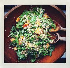 Salada de batata doce assada, quinoa e rúcula