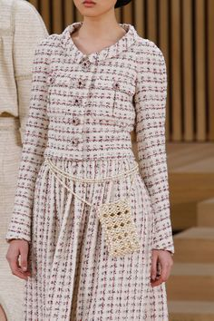 Chanel Spring 2016 Couture Fashion Show Details Fashion Week Paris, Fashion Week 2016, Fashion Show, Fashion Design, Chanel Jacket Trims, Chanel Style Jacket, Chanel Couture, Couture Mode, Couture Fashion