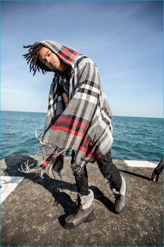 Jake Osmun photographs Vic Mensa in UGG's Roskoe boots. Vic Mensa, Asap Rocky, Streetwear Fashion, Boy Fashion, Ugg Boots, Uggs, Rapper, Campaign, Street Wear