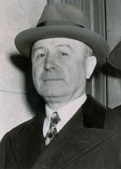 John Donato Torrio was an Italian American mobster who helped to build a criminal organization, the Chicago Outfit, in the it was later inherited by his protégé, Al Capone. Carlo Gambino, Mafia Crime, Chicago Outfit, Real Gangster, Bad Eggs, Mafia Families, Al Capone, Gangsters, Vintage Pictures