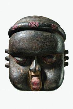 "Deformation mask ""idiok ekpo"" - Nigeria, Ibibio - - wood, encrusted[...], mis en vente lors de la vente ""Art Tribal"" à Zemanek-Münster   Auction.fr"