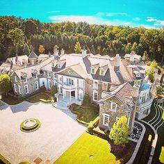 Arial view of the stone mansion in Alpine, NJ that I posted a week ago! Photo via Arial view of the stone mansion in Alpine, NJ that I posted a week ago! Stone Mansion, Dream Mansion, Mega Mansions, Mansions Homes, Luxury Homes Dream Houses, Dream Homes, Modern Mansion, Expensive Houses, Dream House Exterior