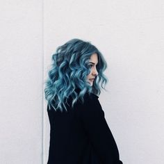 Seriously wish that I was confident enough to dye my hair this colour Coloured Hair, Dye My Hair, Dyed Curly Hair, Pretty Hairstyles, Blue Hairstyles, Dreads, Hair Looks, Hair Inspiration, Character Inspiration