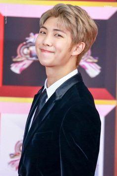 (jjk + kth) jungkook is straight. jungkook has a girlfriend. Kim Namjoon, Kim Taehyung, Jung Hoseok, Seokjin, Jimin, Bts Bangtan Boy, Bts Boys, Mixtape, K Pop
