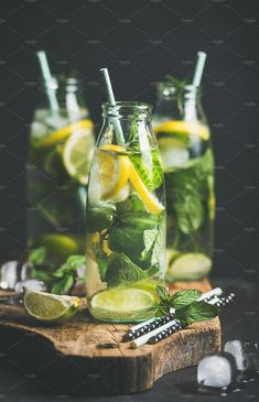 Citrus fruit and herbs infused sassi natural water, square crop by sonyakamoz on PhotoDune. Citrus fruit and herbs infused sassi water for detox or dieting in glass bottles on wooden board, dark background, se. Water Recipes, Clean Recipes, Healthy Recipes, Clean Foods, Detox Drinks, Healthy Drinks, Eat And Run, Clean Eating, Healthy Eating