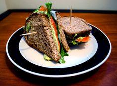 smoked-salmon-sandwiches-with-avocado-spread