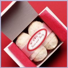 Another cute favor idea...mexican wedding cookies to go!