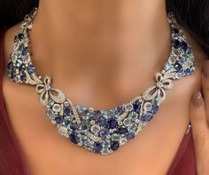 Look at these diamond necklaces. Necklace Box, Stone Necklace, Necklace Ideas, High Jewelry, Modern Jewelry, Jewelry Sets, Sapphire Birthstone, Quartz Crystal Necklace, Jewelry Showcases
