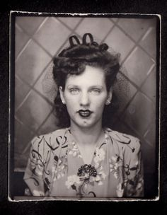 PETITE RED LIPSTICK LOVELY WOMAN in NET HAT~ 1930s VINTAGE PHOTOBOOTH PHOTO