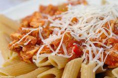 Met een slowcooker is lekker koken echt een makkie! Deze super lekkere pastasaus kost je maar een klein kwartiertje. Je hoeft alleen even