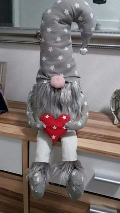 Ever since a visit to Denmark I really liked the Scandinavian Christmas gnomes (or tomte, nisse. Christmas Sewing, Scandinavian Christmas, Felt Christmas, Diy Christmas Gifts, Christmas Projects, Winter Christmas, Christmas Decorations, Christmas Ornaments, Christmas Knomes
