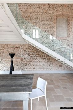 brick & stone Modern stair renovation of an Italian Villa Glass Stairs, Stone Stairs, Stone Walls, Glass Railing, Brick Walls, Glass Balustrade, Floating Stairs, Stone Flooring, Italian Home