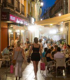 10 bares cojonudos de Granada Granada, Spain Holidays, Spanish Tapas, Andalusia, Urban Landscape, Seville, Spain Travel, Malaga, Lonely Planet