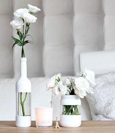 Hier findest du eine tolle Anleitung wie du ganz einfach aus deinen alten Glasflaschen hübsche DIY Deko Vasen zauberst.