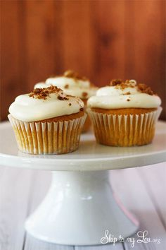 The BEST pumpkin cupcakes! Super moist pumpkin ale cupcakes with cream cheese frosting and baked streusel topping #recipe #pumpkin #cupcake skiptomylou.org