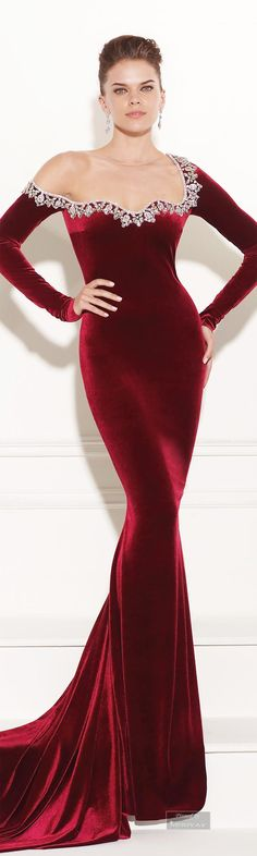 Queen Regina Cosplay? TOP EVENING DRESSES: http://999dresses.blogspot.com/