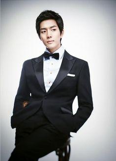 Korea Pre Wedding Photoshoot Review by WeddingRitz.com »  DongGam studio Movie star 2011- Korea wedding photo