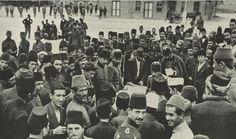 Askere alınmak için isim yazdıran gönüllüler (1914 - Beyazıt)