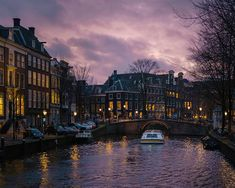 Wondering how to spend 3 days in Amsterdam? This 3 day Amsterdam itinerary is perfect for your first visit! Discover 25 fun things to do + bonus free map. Tour En Amsterdam, 3 Days In Amsterdam, Amsterdam Pictures, Amsterdam Things To Do In, Visit Amsterdam, Amsterdam Travel, Places To Travel, Places To Visit, Amsterdam Itinerary