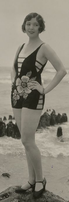 Beach Flappers – 31 Gorgeous Vintage Photos of Fashionable Girls in Their Swimsuits in the 1920s