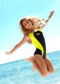 Jetzt anschauen: Toller Badeanzug mit Kontrasteinsätzen und sportlich…