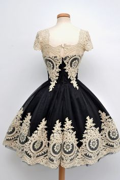 Buy Vintage Scoop Cap Sleeves Black With White Appliques Short Chiffon Homecoming Dresses CHPD-7112 Homecoming Dresses under US$ 159.99 only in SimpleDress.