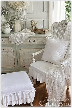 Shabby Chic Love this vintage look www.finditforweddings.com