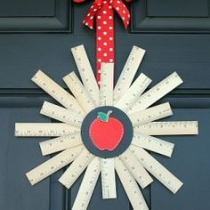Welcome back the school year with this Back to School Ruler Wreath! Homemade Teacher Gifts, Cute Teacher Gifts, Teacher Christmas Gifts, Teacher Appreciation Gifts, Teacher Stuff, Teacher Poems, Homemade Gifts, Teacher Wreaths, School Wreaths