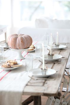 Dreamy Whites: Dreamy Whites Online Shop Gift Card Giveaway and Wintersteen Farms Wreath Giveaway Winter Table, Autumn Table, Table Setting Inspiration, Autumn Inspiration, Wedding Inspiration, Hygge, Pumpkin Wedding, Fall Table Settings, Pumpkin Centerpieces