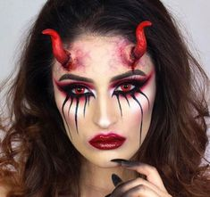 To get you ready for Halloween we have found 23 amazing devil makeup ideas. You will find frightening makeup, pretty devil makeup looks and Devil Makeup Halloween, Fröhliches Halloween, Halloween Horror Nights, Horror Party, Demon Halloween Costume, Demon Costume, Horror Costume, Halloween Countdown, Maquillaje Halloween Diabla