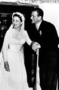 Maureen O'Hara & John Wayne filming a scene from one of my favourite films The Quiet Man Old Hollywood Stars, Golden Age Of Hollywood, Vintage Hollywood, Hollywood Glamour, Classic Hollywood, Classic Movie Stars, Classic Movies, Westerns, The Quiet Man