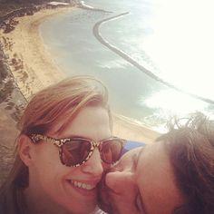 """""""¡Besos desde las alturas! @desigualo #lasteresitas #island #tenerife"""", puso Laura Sánchez al subir esta imagen suya con su pareja, David Ascanio"""