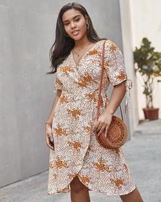 Explosion large size women's 2020 new spring short-sleeved wrap dress Plus Size Spring Dresses, Casual Dresses Plus Size, Spring Dresses Casual, Dress Casual, Casual Outfits, Silk Dress, Wrap Dress, Floral Dress Outfits, Boho Mini Dress