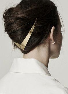Gold-Haar-Accessoires sind jetzt im Trend Trend Frisuren Stil Gold hair accessories are now in trend trend hairstyles style Hair Dos, My Hair, Hair Ponytail, Hair Jewelry, Jewellery, Gold Jewelry, Beaded Jewelry, Hair Necklace, Punk Jewelry