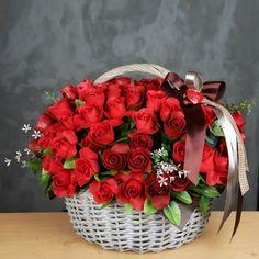 Bella canasta con rosas rojas ♥