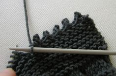 Picot Edge Cast Off - This knitted edging makes a pretty finish for a feminine look. - Hand Knitted Things - #knitting #tutorial #article