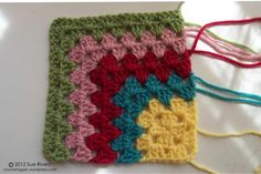 How to make a Mitered Granny Square! :-) Excellent blog full of clever ideas :-) MiteredGrannyAllRows