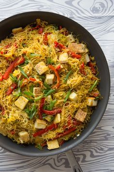 Singapore Noodles with Pan-Fried Tofu 30 min if rice vermicelli noodles will get al dente in a 3 min soak This vegetarian take on Singapore noodles is made with spicy curried rice noodles, stir fried with crunchy napa cabbage and red bell pepper slices. Tofu Recipes, Asian Recipes, Vegetarian Recipes, Cooking Recipes, Healthy Recipes, Ethnic Recipes, Cooking Bacon, Cooking Games, Vegan Dinners