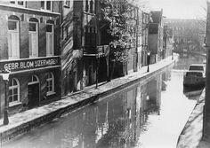 1962. De Oudegracht richting de singel, met links de Twijnstraat aan de Werf (Foto HUA)