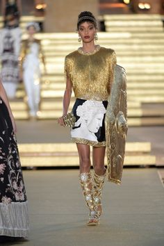 Dolce & Gabbana Herbst/Winter Haute Couture - Fashion Shows Fashion Week, Look Fashion, Runway Fashion, Fashion Show, Womens Fashion, High Fashion, Fashion Ideas, Fashion Tips, Style Couture