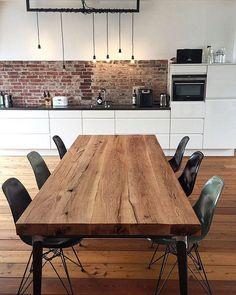 Massivholztisch aus Eichenholz / Tischgestell im Industriedesign
