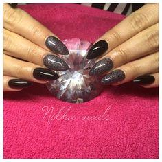 Nikka nails, long nails, nails with glitter, black nails, winter nails, dark nails, stilleto nails