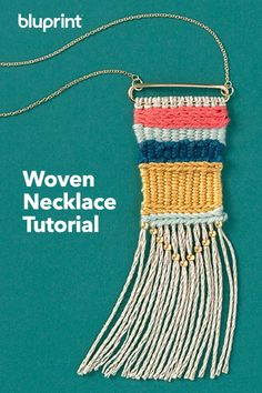 Jewelry OFF! Woven Necklace Tutorial: Every outfit deserves a necklace to complete it. Why not DIY your own woven necklace? Bonus: You don't even need a loom to weave it up! Click through for the full step by step tutorial! Weaving Projects, Weaving Art, Loom Weaving, Hand Weaving, Necklace Tutorial, Diy Necklace, Beaded Necklaces, Necklace Ideas, Collar Necklace