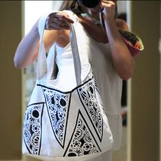 The Casbah Carryall PDF Pattern and Tutorial + How to Make a Half Square Triangle Block from Ashley Hacksaw of Lil Blue Boo and Wendi Gratz ...