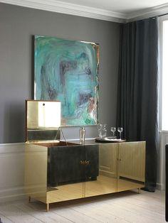 Móvel-bar dourado: mobília típica dos anos 1970 está de volta