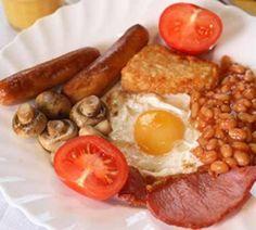 Dit is geen avondeten maar een volledig Engels ontbijt met eieren, bonen, spek…