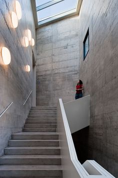 Completed in 2008 in Barcelona, Spain. Collaborators The new Fundación Vila Casas museum is located in the District, an area where Barcelona City Hall has promoted a full. Concrete Houses, Concrete Building, John Pawson, Museum Architecture, Architecture Details, Exhibition Building, Minimal Home, Construction, Design Museum