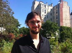 """[HYPhD à Paris] Matthieu Cisel """"intégrer l'intelligence collective dans les processus de recherche"""" Rencontré à l'occasion du TEDxParis Universités (8 juin 2013), où il présentait son travail de doctorat sur les MOOCs. http://www.tedxparisuniversites.com/"""